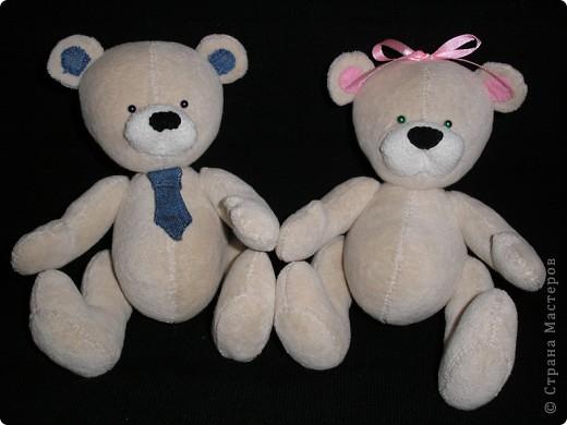 Пообещала дочке парочку медведей к Валентинову дню - для неё и её друга. Выкройку нашла в интернете, не помню сайта. Просто по запросу открывала все ссылки подряд,пока не попала на понравившуюся. фото 1
