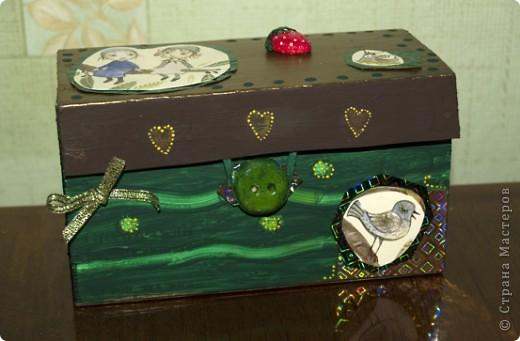 """Мне очень нравится серия тетрадей """"Flora's Hill"""" (иллюстратор - Kristina Digman). Одну из таких тетрадных обложек я, скрепя сердце, порезала, чтобы декорировать эту коробочку.  фото 1"""