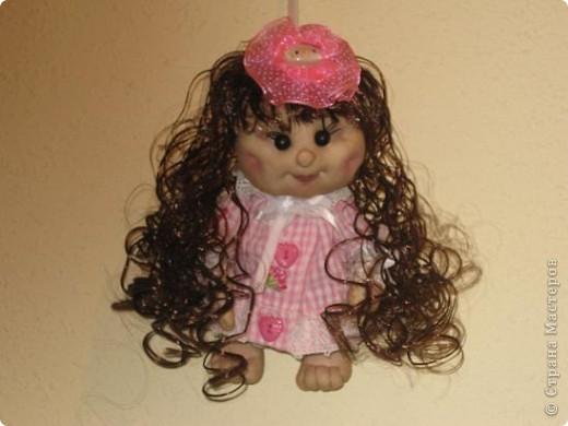 Вот сшила еще одну кукляшу в подарок любимой племяше.Увидев мою предыдущюю куклу у нее загорелись глаза.И я решила сшить ей похожую,но как известно копию сшить практически не возможно. фото 1