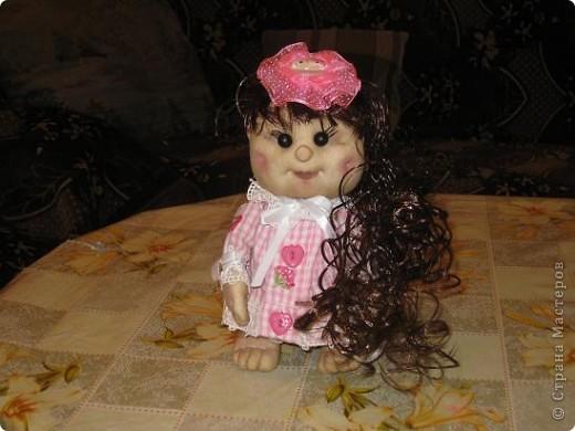 Вот сшила еще одну кукляшу в подарок любимой племяше.Увидев мою предыдущюю куклу у нее загорелись глаза.И я решила сшить ей похожую,но как известно копию сшить практически не возможно. фото 3