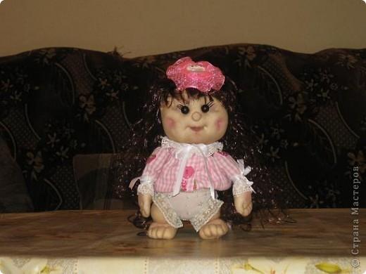 Вот сшила еще одну кукляшу в подарок любимой племяше.Увидев мою предыдущюю куклу у нее загорелись глаза.И я решила сшить ей похожую,но как известно копию сшить практически не возможно. фото 4