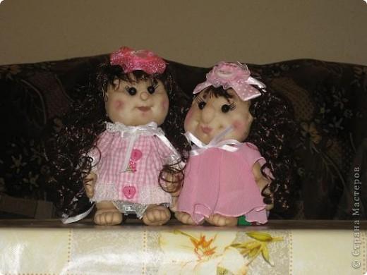 Вот сшила еще одну кукляшу в подарок любимой племяше.Увидев мою предыдущюю куклу у нее загорелись глаза.И я решила сшить ей похожую,но как известно копию сшить практически не возможно. фото 5