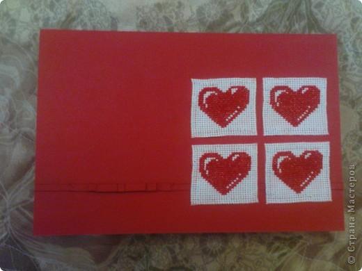 хочу ещё раз принять участие в игре по скетчу http://stranamasterov.ru/node/134561. материал: картон, бумага (на неё приклеены сердечки вышитые на канве), канва, нитки, скотч двухсторонний (на него приклеен бантик и сама полосочка) фото 1