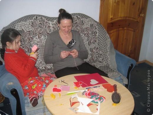 К каждому празднику готовим с детьми небольшую выставку поделок.К дню Святого Валентина - это, в первую очередь, сердечки в различных техниках. фото 8