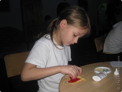 К каждому празднику готовим с детьми небольшую выставку поделок.К дню Святого Валентина - это, в первую очередь, сердечки в различных техниках. фото 3