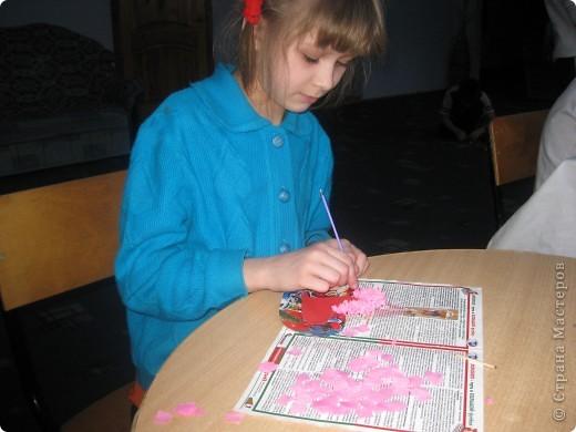 К каждому празднику готовим с детьми небольшую выставку поделок.К дню Святого Валентина - это, в первую очередь, сердечки в различных техниках. фото 2
