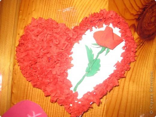 К каждому празднику готовим с детьми небольшую выставку поделок.К дню Святого Валентина - это, в первую очередь, сердечки в различных техниках. фото 1