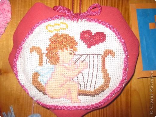 К каждому празднику готовим с детьми небольшую выставку поделок.К дню Святого Валентина - это, в первую очередь, сердечки в различных техниках. фото 5