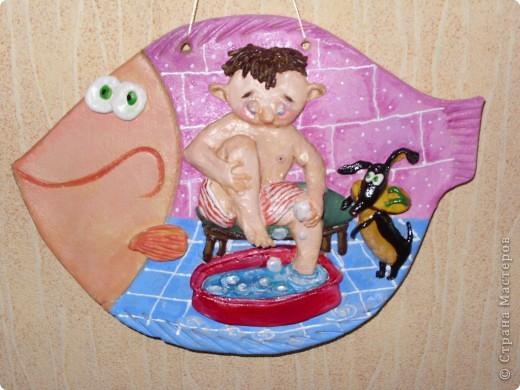 """Рыбка-мультяшка """"Мальчик моет ноги"""" фото 2"""