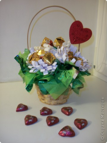 Вот такой букетик я сделала ко Дню влюбленных. Хочу попробовать выложить свой первый МК, поэтому не судите строго, а если что не так, то подскажите! ))) фото 20