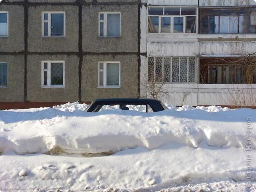 Я живу на окраине города. Этой зимой выпало очень много снега. фото 3