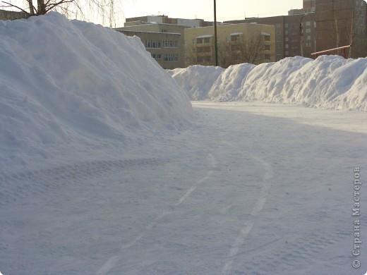 Я живу на окраине города. Этой зимой выпало очень много снега. фото 6