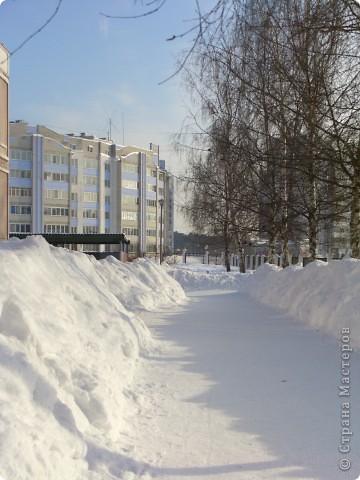 Я живу на окраине города. Этой зимой выпало очень много снега. фото 7