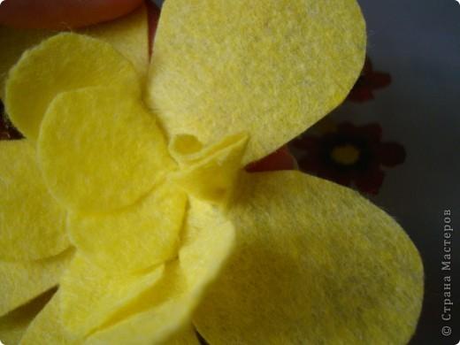 Хочу предложить еще два варианта поделок из салфеток для уборки. Впереди праздники , и может быть такой цветок и бабочка пригодятся для изготовления подарочков вместе с детьми. фото 6