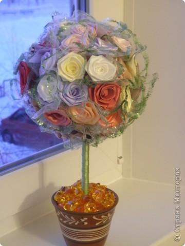 Это дерево попросил сделать мой брат, для своей любимой девушки ко Дню Всех Влюбленных. Идею роз подсмотрела здесь, простите не помню автора, но огромное спасибо. Добавила многое свое. И вот, что получилось. фото 1