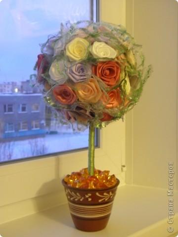 Это дерево попросил сделать мой брат, для своей любимой девушки ко Дню Всех Влюбленных. Идею роз подсмотрела здесь, простите не помню автора, но огромное спасибо. Добавила многое свое. И вот, что получилось. фото 2