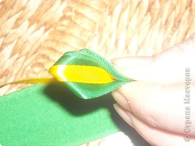 Мастер-класс Поделка изделие Украшение Цумами Канзаши Цветы из лент Ленты фото 11