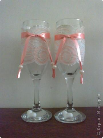 стаканчики на свадьбу подружки Я использовала кружева с резинкой . Можно всегда снять кружева , для того чтобы помыть стакан и опять надеть . фото 1
