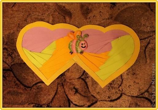 Официально День всех влюбленных существует уже больше 16 веков. Галантные французы первыми ввели у себя «валентинки» как любовные послания-четверостишия. Беззаботные итальянцы считают своим долгом дарить возлюбленной подарки, в основном сладости. А японцы превратили День Святого Валентина в «8 марта для мужчин».  Существует в Исландии интересный ритуал: девушки в этот день надевают парням на шеи угольки, а те в ответ вешают на шеи девушек маленькие камни. И на Руси был свой праздник влюбленных, вот  только отмечался он не зимой, а в начале лета. Он был связан с легендарной историей любви Петра и Февронии и посвящен Купале - языческому славянскому богу, сыну Перуна.  Обычаи у разных народов разные. Но суть одна.  Любовь - это всегда прекрасно, это всегда праздник!   Работы семиклассников:  Мишка Юли К.  фото 10