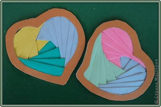 Официально День всех влюбленных существует уже больше 16 веков. Галантные французы первыми ввели у себя «валентинки» как любовные послания-четверостишия. Беззаботные итальянцы считают своим долгом дарить возлюбленной подарки, в основном сладости. А японцы превратили День Святого Валентина в «8 марта для мужчин».  Существует в Исландии интересный ритуал: девушки в этот день надевают парням на шеи угольки, а те в ответ вешают на шеи девушек маленькие камни. И на Руси был свой праздник влюбленных, вот  только отмечался он не зимой, а в начале лета. Он был связан с легендарной историей любви Петра и Февронии и посвящен Купале - языческому славянскому богу, сыну Перуна.  Обычаи у разных народов разные. Но суть одна.  Любовь - это всегда прекрасно, это всегда праздник!   Работы семиклассников:  Мишка Юли К.  фото 11