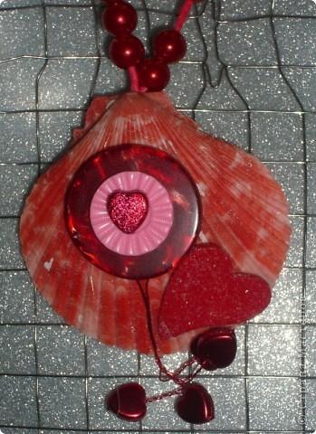 Вот такое украшение из пуговиц получилось в процессе создания открытки на Валентинов День фото 1