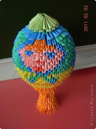 Это яйцо собрал мой ученик 7-го класса Святогоров Максим. Вот ссылка на схему этого яйца: http://vs-origami.narod.ru/diag/egg.htm