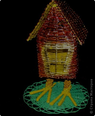 """Сам домик можно использовать в качестве хранилища всяких """"разностей""""В этой избушке окошко из прозрачного пластика, через дырочки ничего не выпадет))) А можно и в качестве светильника задействовать... фото 1"""
