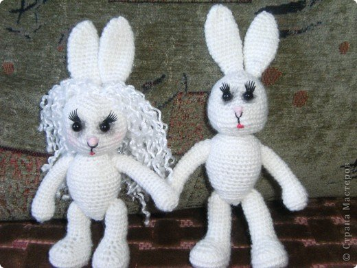 В преддверии дня святого Валентина не могу не показать своих зайчиков, связанных на свадьбу дочери подруги. фото 4