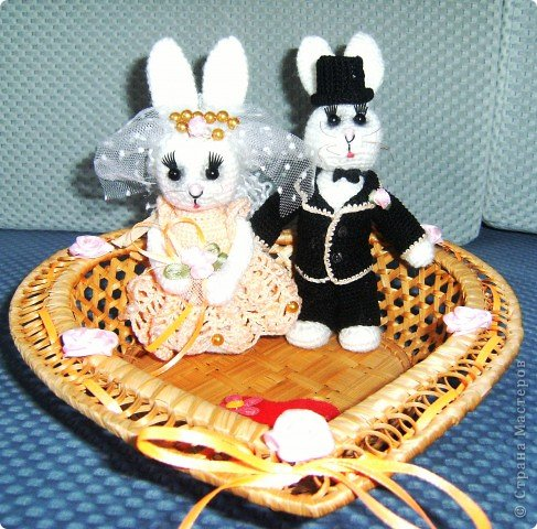 В преддверии дня святого Валентина не могу не показать своих зайчиков, связанных на свадьбу дочери подруги. фото 13