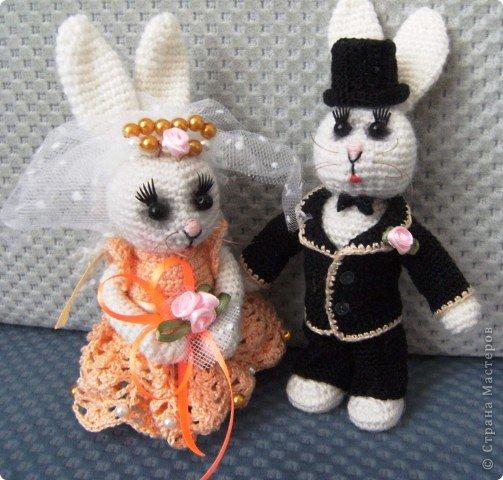 В преддверии дня святого Валентина не могу не показать своих зайчиков, связанных на свадьбу дочери подруги. фото 1