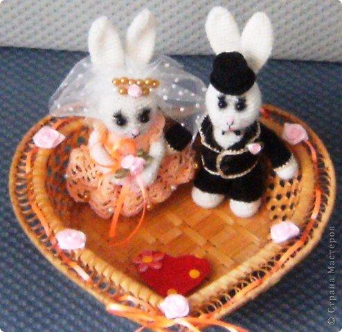 В преддверии дня святого Валентина не могу не показать своих зайчиков, связанных на свадьбу дочери подруги. фото 14