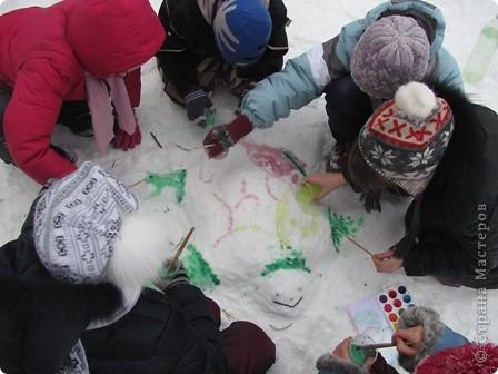 Почти из спичечных коробков, только из ледяных... Провели эксперимент с детьми: заморозили воду в пакетиках из-под сока фото 3