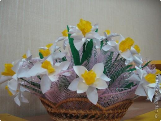 Вот такой весенний букет был создан совместно с детьми подготовительной группы. Это подарок маман к 8 марта. фото 2