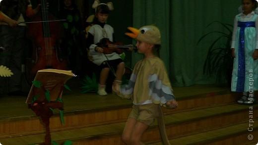 """Недавно в школе прошел театральный марафон. Каждый класс подготовил и показал свою постановку. Наш класс выбрал басню Крылова """"Квартет"""".   фото 11"""