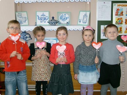 Сегодня в детском саду с детьми сделали в подарок валентинки.  фото 1