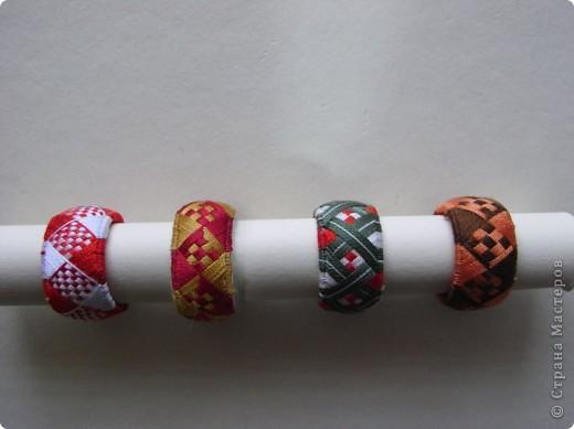 Ходили с дочкой на выставку рукоделия местных мастериц и научились  техники изготовления японских наперстков юбинуки. Сразу пришла мысль- воплотить вышивку для браслетов. Будем творить. фото 3