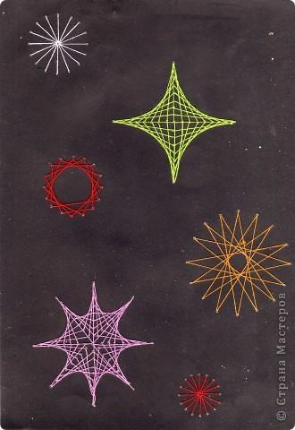 Звёздное небо. Когда начала обучаться технике изонити, подмала, что соединить все приёмы можно, изобразив звёзды. Так появилась эта работа. Очень кстати пришёлся чёрный картон, который часто оседает мёртвым грузом. фото 1