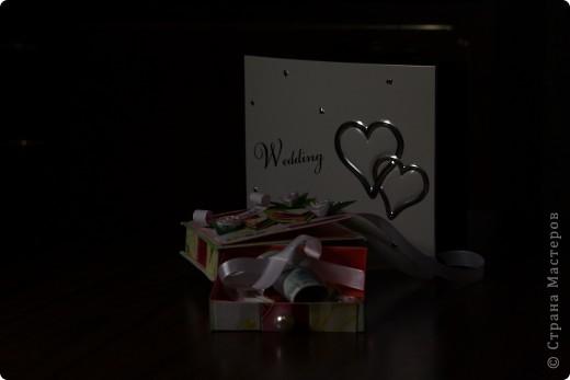 Общий план. На заднем фоне свадебный фотоальбом в виде шкатулки - влюбилась в него сразу, даже жалко дарить...шучу :) фото 6