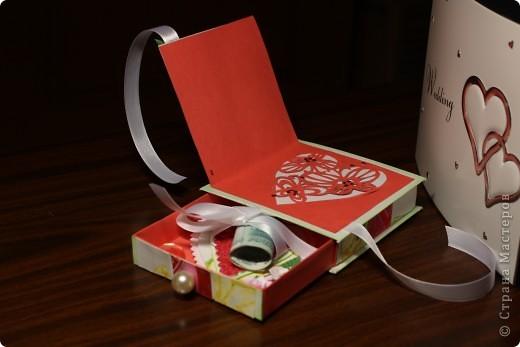 Общий план. На заднем фоне свадебный фотоальбом в виде шкатулки - влюбилась в него сразу, даже жалко дарить...шучу :) фото 3