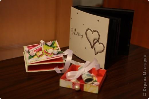 Общий план. На заднем фоне свадебный фотоальбом в виде шкатулки - влюбилась в него сразу, даже жалко дарить...шучу :) фото 5