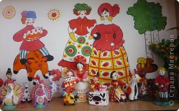 Музей народной игрушки создается руками учащихся начальных классов. Самые любимые игрушки - дымковские.