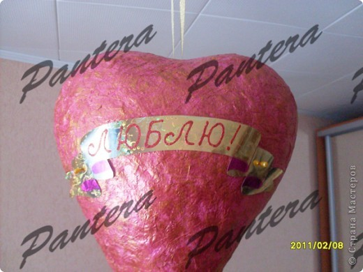 Вот такую валентинку увидел мой муж,когда вчера пришел домой с работы:) Думаю,что ему было приятно.Сердце я повесила прямо над кроватью,так что, даже засыпая , можно видеть признание в любви:))) фото 2