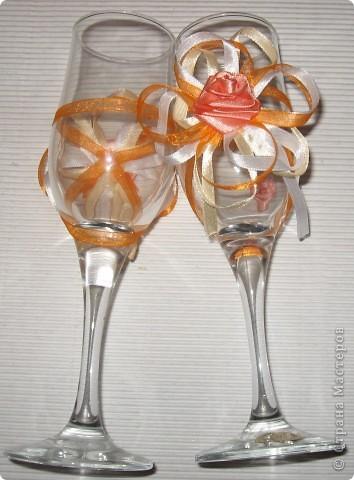 К свадьбе подруги моей дочки.Розочки самодельные из лент,ленты.Такое оформление захотела невеста. фото 2