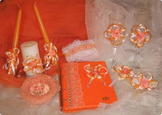 К свадьбе подруги моей дочки.Розочки самодельные из лент,ленты.Такое оформление захотела невеста. фото 1