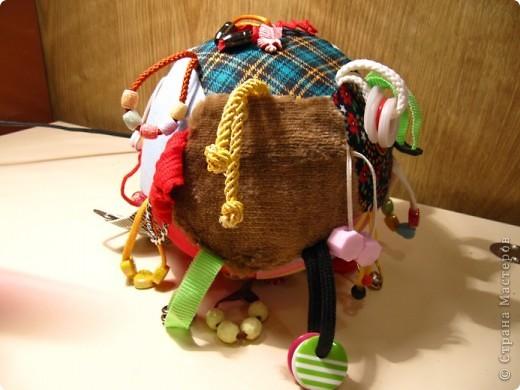 Заказался у меня мячик для одной замечательной мамочки. А значит есть повод сделать небольшой МК. Тем более, что мне несколько раз задавали вопросы относительно пошива этой развивалки. фото 21