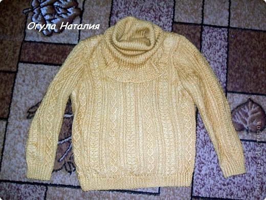 Всем доброе время суток! Хочу показать вам свое новое пончо... Итак, жил да был свитер, но как это часто бывает свитер и рад был носиться да хозяйка выросла...  фото 2