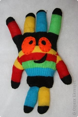 Вот такой инопланетный гость получился из двух перчаток