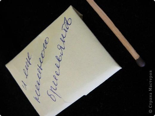 17 февраля – День спонтанного проявления доброты День спонтанного проявления доброты (Random Acts of Kindness Day) - одна из недавних инициатив международных благотворительных организаций. Этот праздник имеет общемировое значение, празднуют его всем миром, вне зависимости от гражданства, национальности и религиозных убеждений. Предполагается, что в этот день людям следует стараться быть не просто добрыми, а добрыми бескорыстно. В России этот праздник практически вообще не известен.     Вот такое сообщение я услышала сегодня на Нашем радио (естественно, я этого не знала)....... И ПРОСТО БЫЛА ШОКИРОВАНА РЕАЛЬНЫМ ПОДТВЕРЖДЕНИЕМ СКАЗАННОГО ВЫШЕ.      Вчера мне пришло вот такое письмо, с таким содержимым от Люды (Likmiass). Содержимое конверта заинтересовало бы любую мастерицу, которая балуется открыточками. Это бесспорно. Но я хочу сказать не об этом.  Я получила не только предметы, которые имеют вещественную, утилитарную ценность.... Я получила  пригоршню отборных положительных эмоций, две пригоршни детской радости и полчаса беспрерывного счастливого хихиканья.      Я решила разделить с вами этот щедрый подарок и медленно, шаг за шагом с наслаждением и подхихиканьем рассказать, как это было.... фото 19