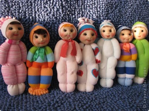Замечательные куколки получаются из носочков, сделала одну и немогла остановиться. Спасибо за мастер-класс.А подарок к 8 марта просто чудо. фото 1