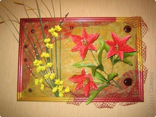 Оцените мое творение.  Это моя первая картина.  Это искусственные цветы. Клеила на флизелин (цветной). + стеклянные капельки. размер 30 х 45 фото 1